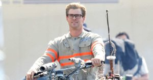 17-chris-hemsworth-ghostbusters.nocropsocial
